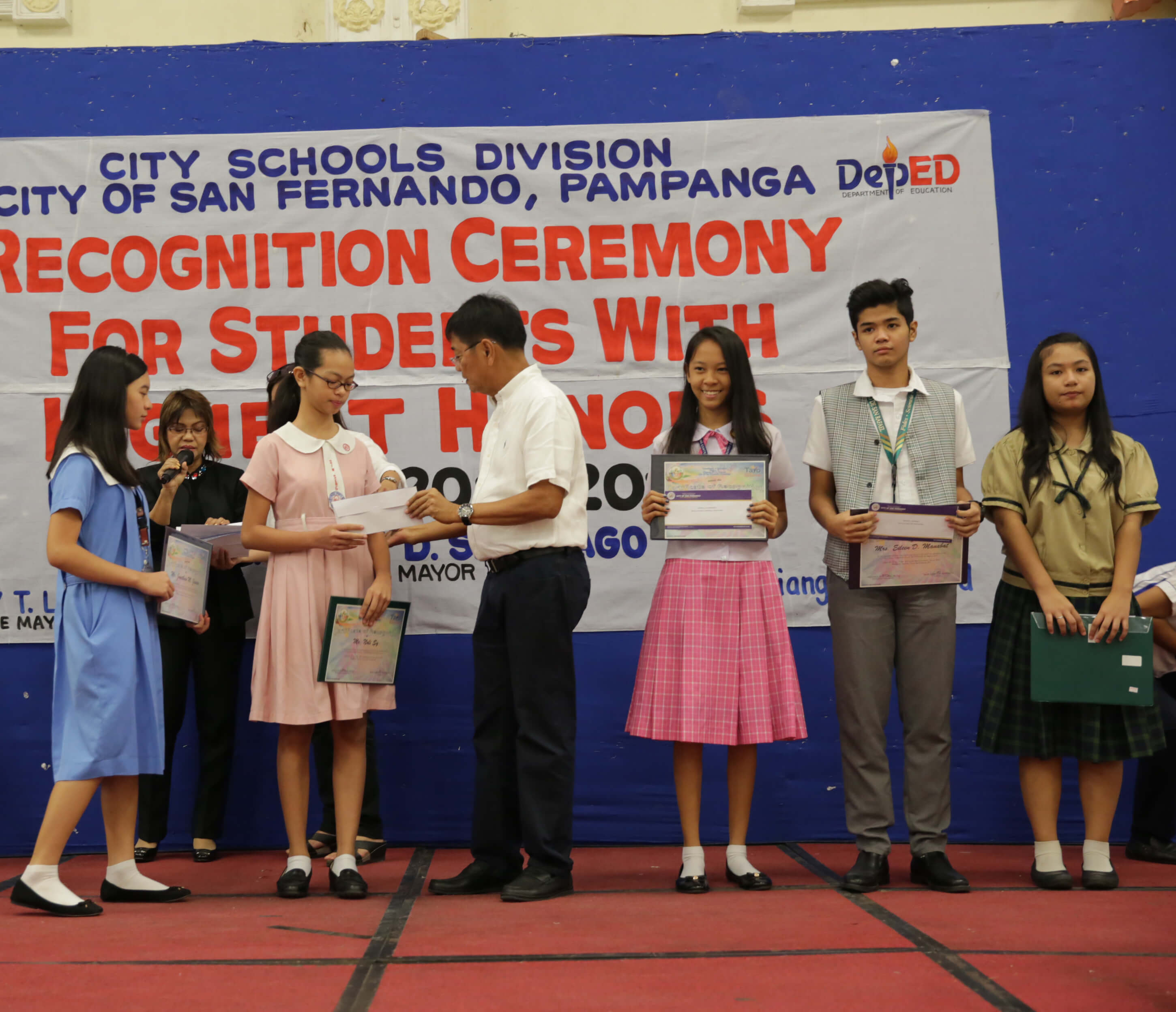 San Fernando Recognizes Students With Highest Honors